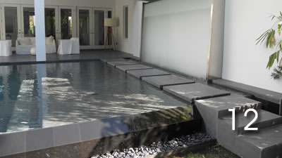 Glass & stainless steel water feature